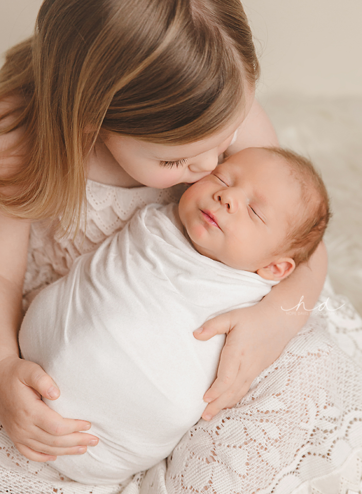 baby and sibling photo mississippi hope davis photography 3