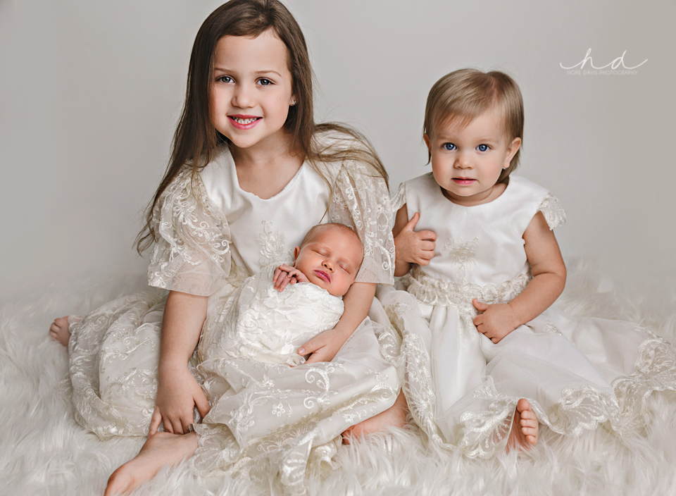 newborn and siblings all girls mississippi photographer