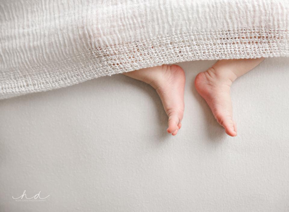 newborn baby feet mississippi photography