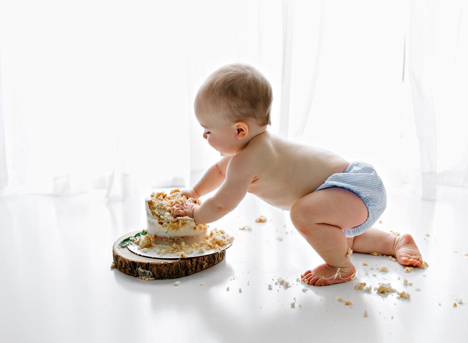 minimalist one year old cake smash