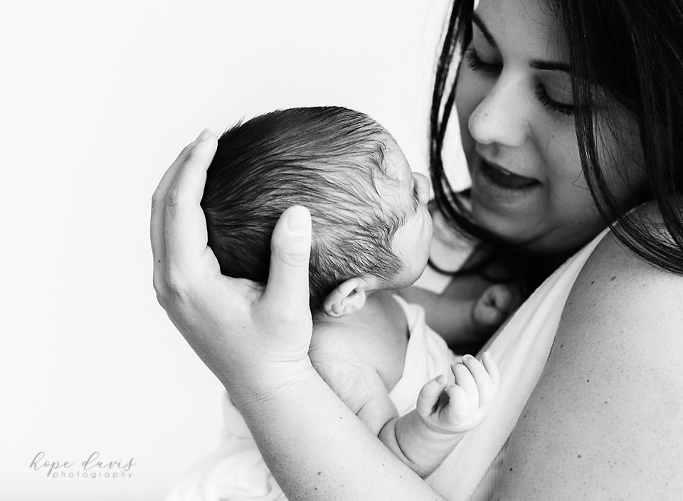 jackson mississippi newborn baby portraits hope davis photography mama and baby